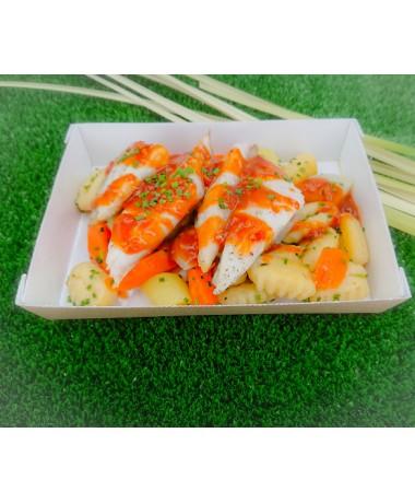 Emincé de Daurade Royale sauce aigre douce, gnocchi de pommes de terre aux légumes